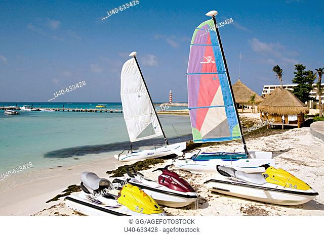 Mexico, Cancun, sailboats and jet skis on the beach