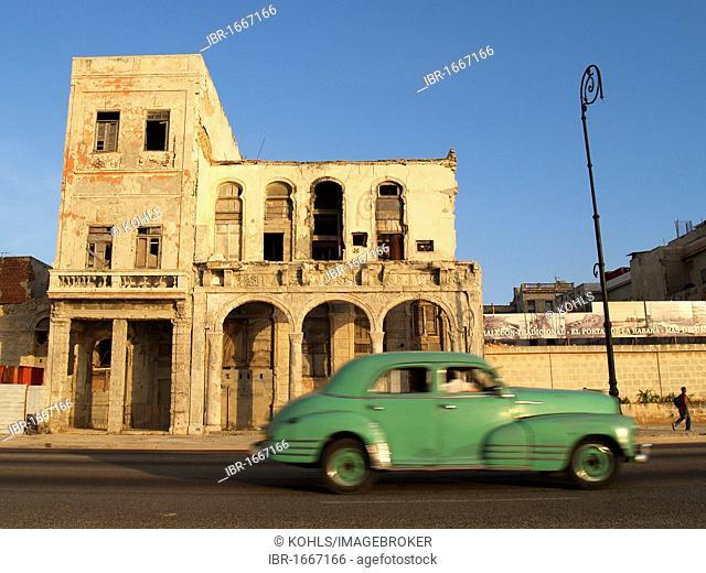 Vintage car, Malecon, Vedado, Havana, Cuba, Caribbean, Greater Antilles