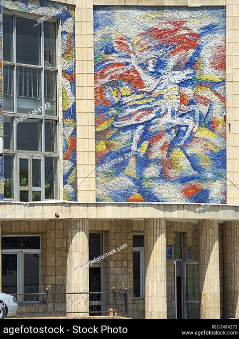 Wandbilder aus sowjetischer Zeit an der Lenin Avenue. Die Stadt Osch (Osh) im Ferghanatal an der Grenze zu Usbekistan. Asien, Zentralasien, Kigisistan