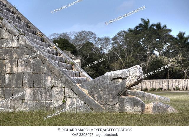 Serpent Head, El Castillo, Chichen Itza, UNESCO World Heritage Site, Yucatan, Mexico