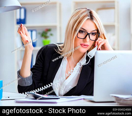 The busineswoman frustrated working in the office