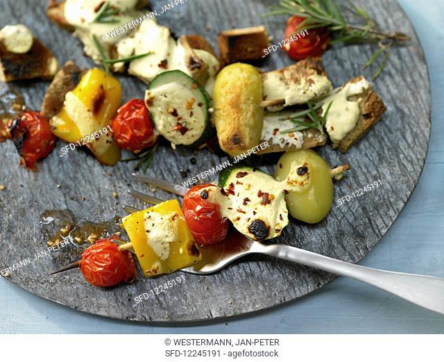 Oven-baked vegetable kebabs with yoghurt