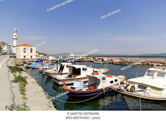 Turkey, Marmara Region, East Thrace, Dardanelles, Gelibolu, Harbour of Kilitbahir