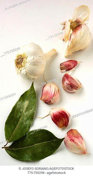 Dried garlic and bay seasoning