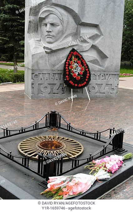 Russia, Yaroslavl, Yaroslavskaya Oblast, Park of Peace, Eternal Flame at the Monument to those lost in the Great Patriotic War