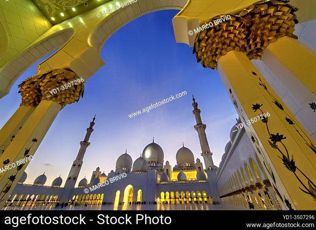 Abu Dhabi. United Arab Emirates. Sheikh Zayed Grand Mosque at dusk. . January 2020