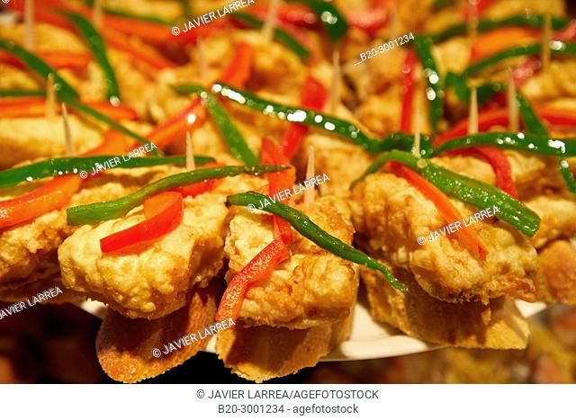 Hake breaded with peppers, Pintxos, Bar Taberna Aralar, Parte Vieja, Old Town, Donostia, San Sebastian, Gipuzkoa, Basque Country, Spain