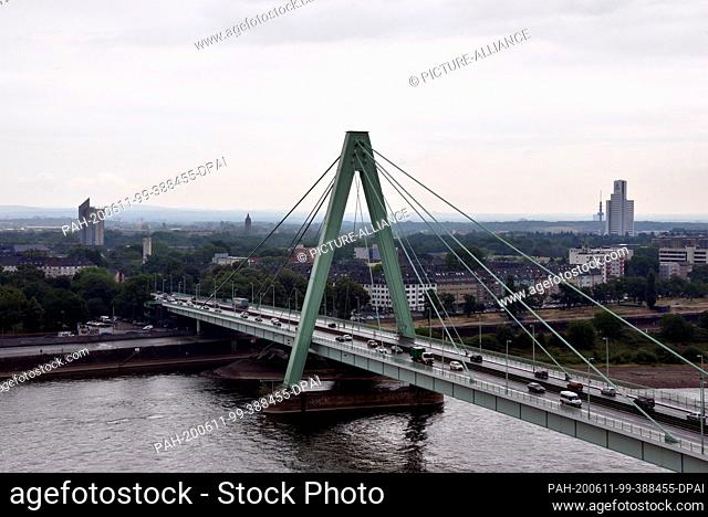 10 June 2020, North Rhine-Westphalia, Cologne: View of the Rhine and the Severinsbrücke. Photo: Horst Galuschka/dpa. - Cologne/North Rhine-Westphalia/Germany