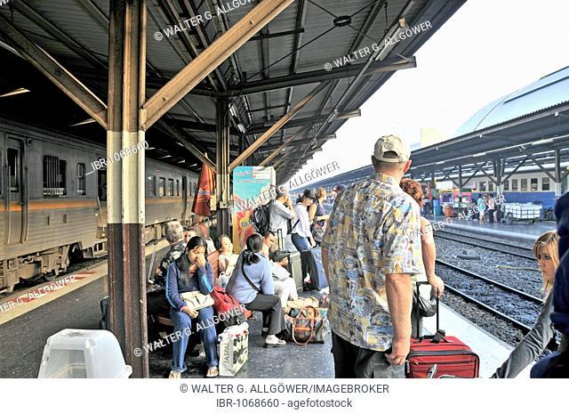 Passengers waiting at a platforn, Hua Lamphong central station in Chinatown, Bangkok, Thailand, Asia