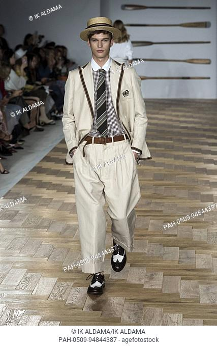DAKS runway at London Fashion Week Septiembre 2017 - Spring / Summer 2018. London, UK 15/09/2017. | usage worldwide. - London/United Kingdom of Great Britain...