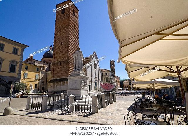 europe, italy, toscana, pietrasanta, piazza del duomo