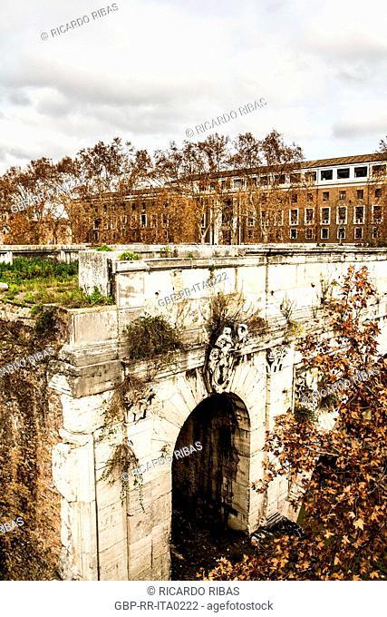 Ponte Rotto (Broken Bridge), originally named Ponte Emilio (Emilio Bridge), viewed from Palatino Bridge (Ponte Palatino)