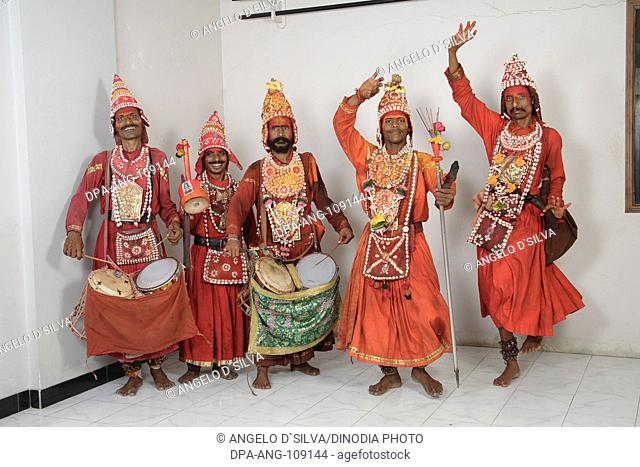 Gondhali from Solapur District  playing drums ; Maharashtra ; India MR687Y ; 687V ; 687Z ;687W ; 687X