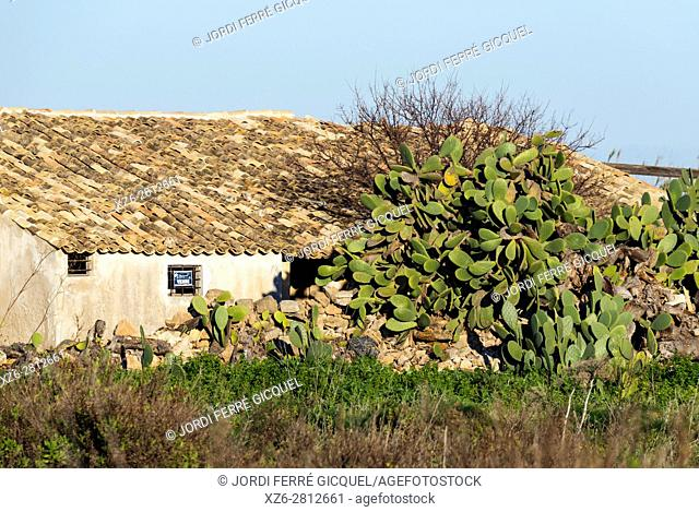 Old house at the Riserva naturale orientata Oasi Faunistica di Vendicari, Noto, Province of Siracusa, Sicily, Italy, Europe