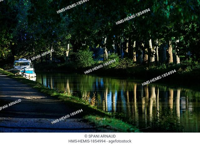 France, Haute Garonne, Toulouse, Canal du Midi listed as World Heritage by UNESCO, horizontal view of a barge on a canal shaded
