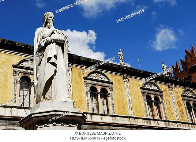 Italy, Veneto, Verona, listed as World Heritage by UNESCO, Piazza dei Signori, Dante Alighieri monument