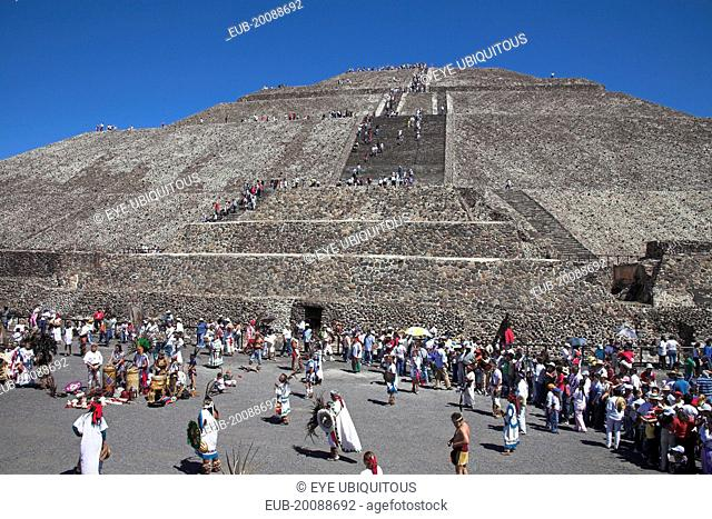 Tourists, Pyramid of the Sun, Piramide del Sol, Teotihuacan Archaeological Site