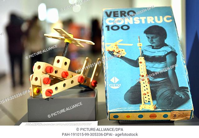 """15 October 2019, Thuringia, Gera: The Vero Construc basic box from the 1970s can be seen in the special exhibition """"""""Toys Made in GDR - Eisenbahn und Feuerwehr"""