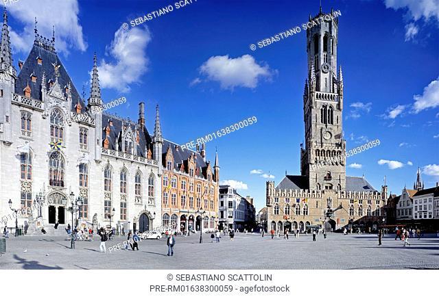 The market square in the center of Bruges, Flanders, Belgium, Europe / Der Marktplatz von Brügge, Belgien, Europa