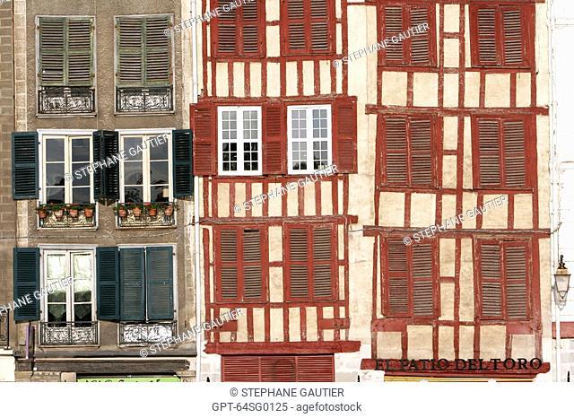 HOUSES' FACADES, GRAND-BAYONNE, BASQUE COUNTRY, BASQUE COAST, BAYONNE, PYRENEES-ATLANTIQUE 64, FRANCE