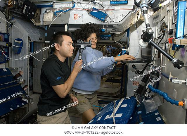 Japan Aerospace Exploration Agency astronaut Aki Hoshide, Expedition 32 flight engineer, performs the Health Maintenance System (HMS) Eye Exam - PanOptic in the...
