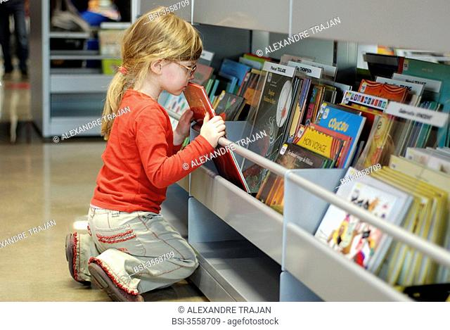 Model. 4-year-old girl at the library