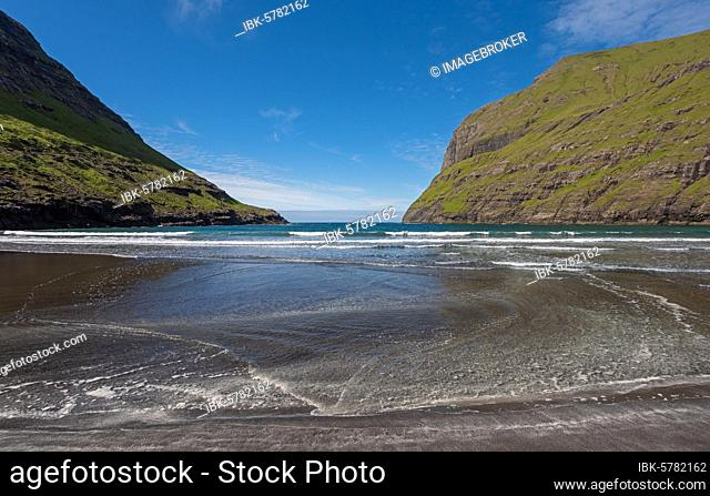 Sandy beach beach in bay surrounded by steep mountains, Saksun, Streymoy, Faroe Islands, Føroyar, Denmark, Europe