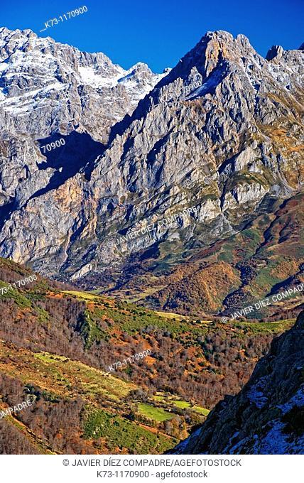 Torre del Friero. Central Massif. Picos de Europa National Park. Valdeon Valley. Leon province. Castilla y Leon. Spain