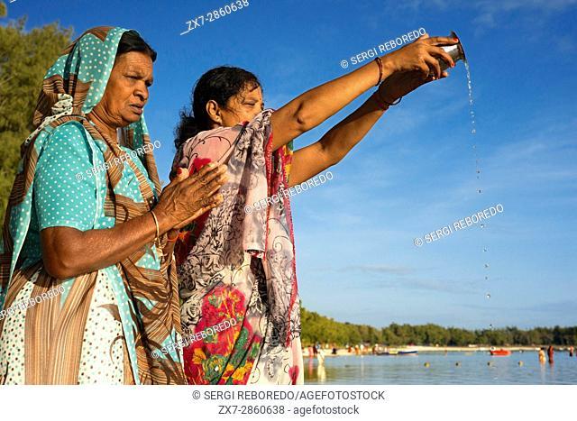 Ganga Snan (Asnan) Hindu, festival, Hindu families making puja on Belle Mare beach, Mauritius Island
