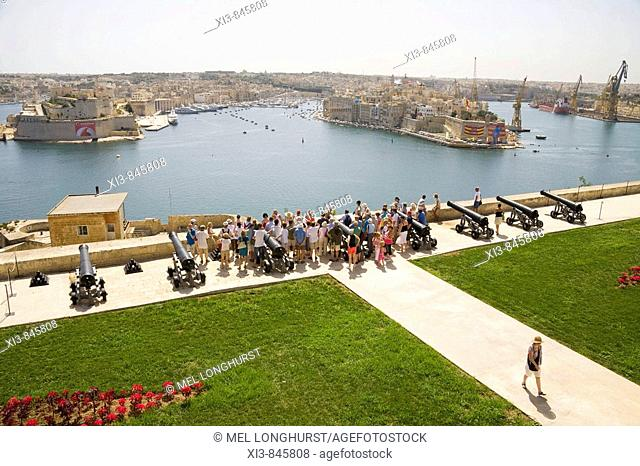 Tourists visiting Saluting Battery, overlooking Grand Harbour, from Upper Barracca Gardens, Valletta, Malta