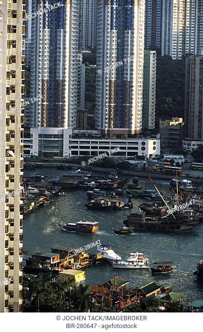 Harbour with sampans and residential buildings, Aberdeen, Hongkong, Hong Kong Island, China