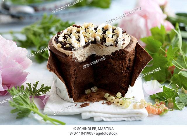 Chocolate cake with white currants