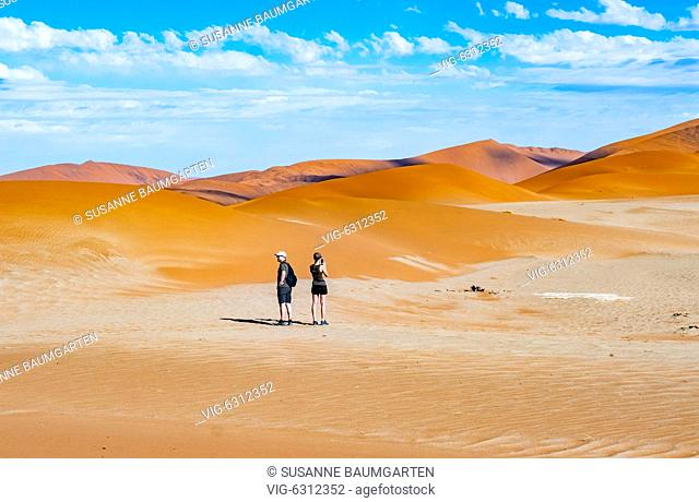NAMIBIA, SOSSUSVLEI, Couple between star dunes. - SOSSUSVLEI, NAMIB, Namibia, 07/01/2018