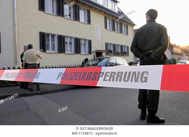 Police cordon in front of apartment building, family drama, 4 dead persons, in Eislingen, district of Goeppingen, Baden-Wuerttemberg, Germany, Europe