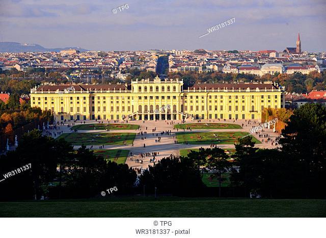 spot- Palace Schloss Schonbrunn
