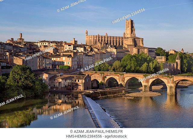 France, Tarn, Albi, the episcopal city, listed as World Heritage by UNES UNESCO, Sainte Cecile cathedral, the old bridge and Tarn river