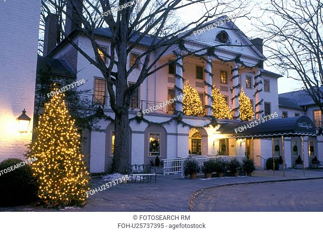 Christmas colonial williamsburg evening