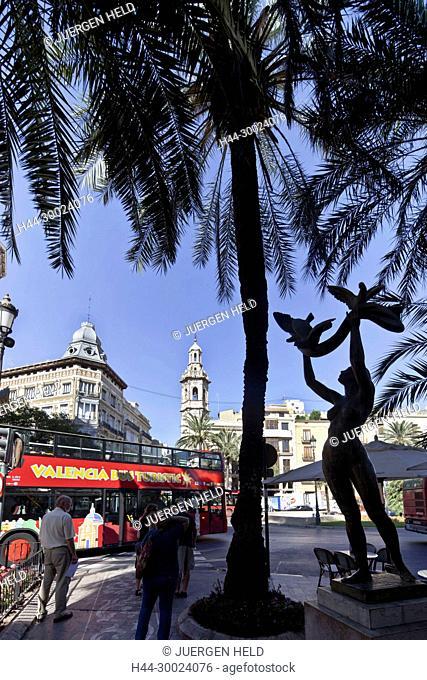 Plaza de Reina, Sculpture, background Santa Catalina church tower, Valencia, Spain