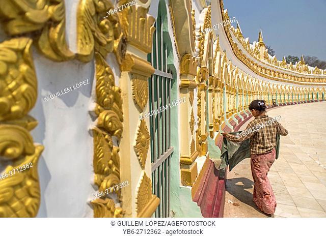 Umin Thounzeh Pagoda, Sagaing Hills, Myanmar
