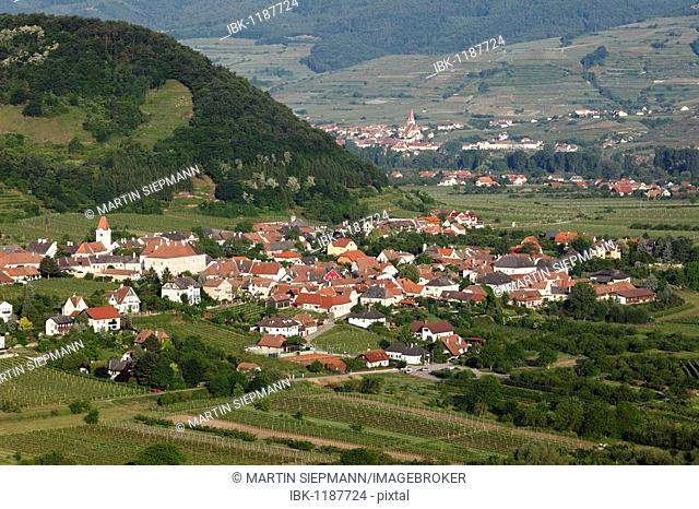 Rossatz and Weissenkirchen, at back, view from Duernstein Castle ruins, Danube Valley, Wachau, Lower Austria, Austria, Europe