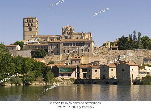 View of the town center of Zamora, water mills over Duero River and Cathedral of San Salvador, Romanesque Style, XII Century, Province of Zamora