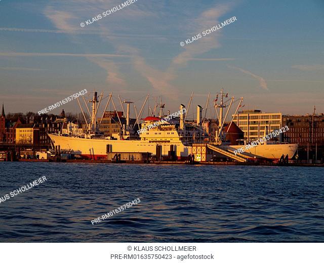 "Look over the Elbe river to Museumsfrachter ""Cap San Diego"", Hamburg, December 2015 / Blick über die Elbe auf Museumsfrachter ""Cap San Diego"", Hamburg"