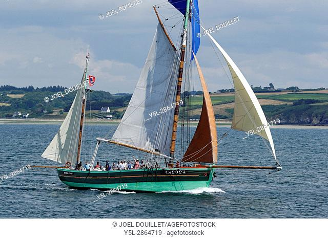 Nébuleuse : old tuna dundee, sailboat designed for fishing off white tuna, built at the shipyard Hir & Péron de Camaret, home port : Paimpol (Brittany, Fr)