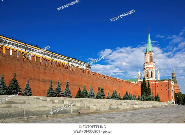 Russia, Moscow, Red Square with Senate Palace, Nikolskaya Tower and Kremlin wall
