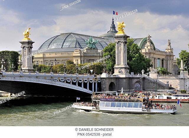 France, Paris, Bateau-Mouche under the Pont Alexandre III bridge on the Seine