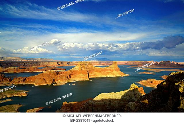 View from Alstrom Point to Lake Powell at sunset, Padre Bay with Gunsight Butte and Navajo Mountain, houseboats, Bigwater, Glen Canyon National Recreation Area