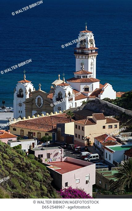 Spain, Canary Islands, Tenerife, Candelaria, Basilica de Nuestra Senora de Candelaria, elevated view of church and town