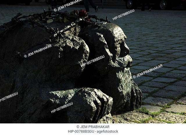 THE WAR MEMORIAL IN VIENNA, AUSTRIA