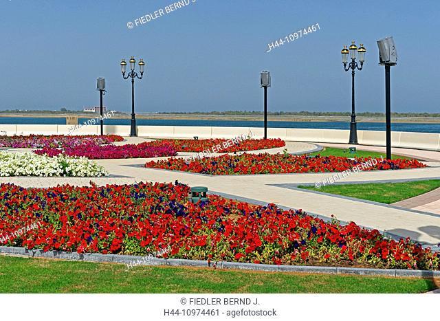 Middle East, Near East, United Arab Emirates, UAE, Sharjah, Khor Kalba, Sharjah - Kalba Road, traffic circle, flowers, petunias, plants, sea, scenery, lanterns