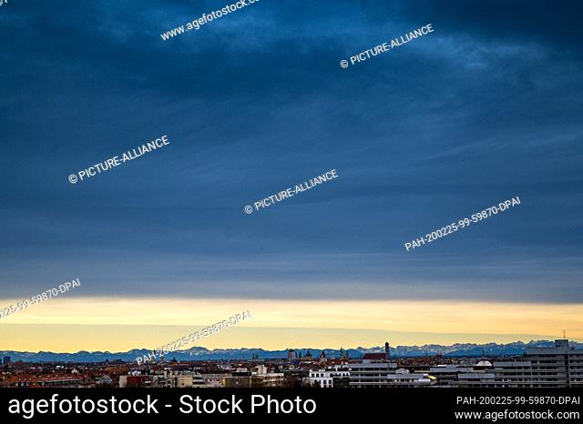 25 February 2020, Bavaria, Munich: A dark band of clouds hangs over the Bavarian capital, the centre of which is marked by the 99-metre-high towers of the...
